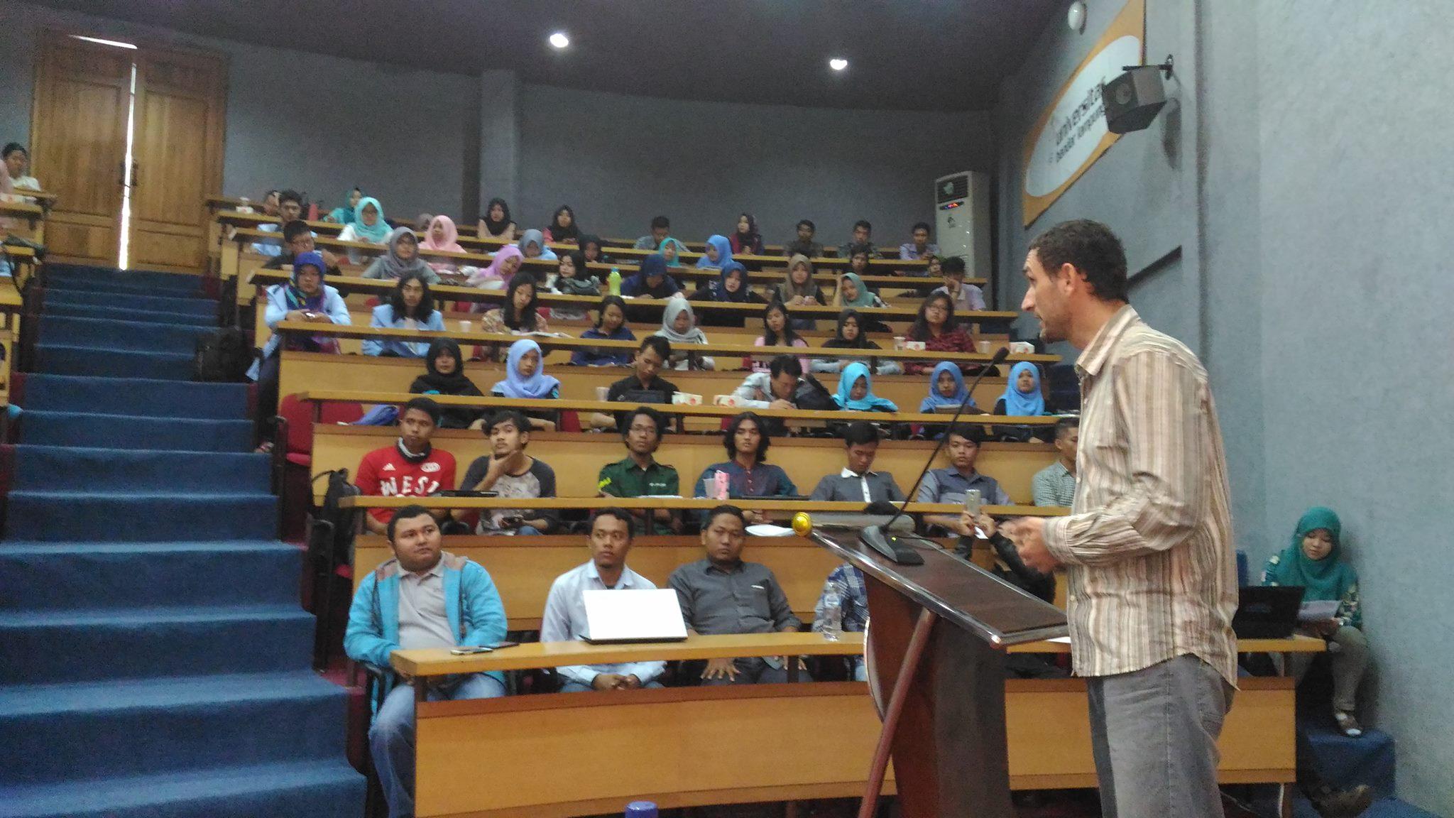 Sosialisasi Besut Kode Universitas di Lampung